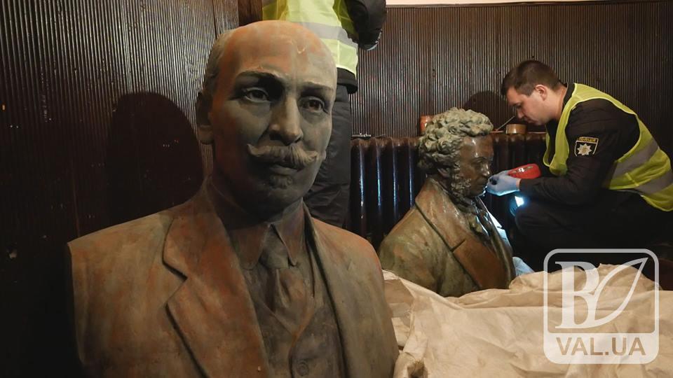 Не віддамо, поки не охоронятимете як треба: поліція Чернігова про подальшу долю знайдених пам'ятників. ВІДЕО