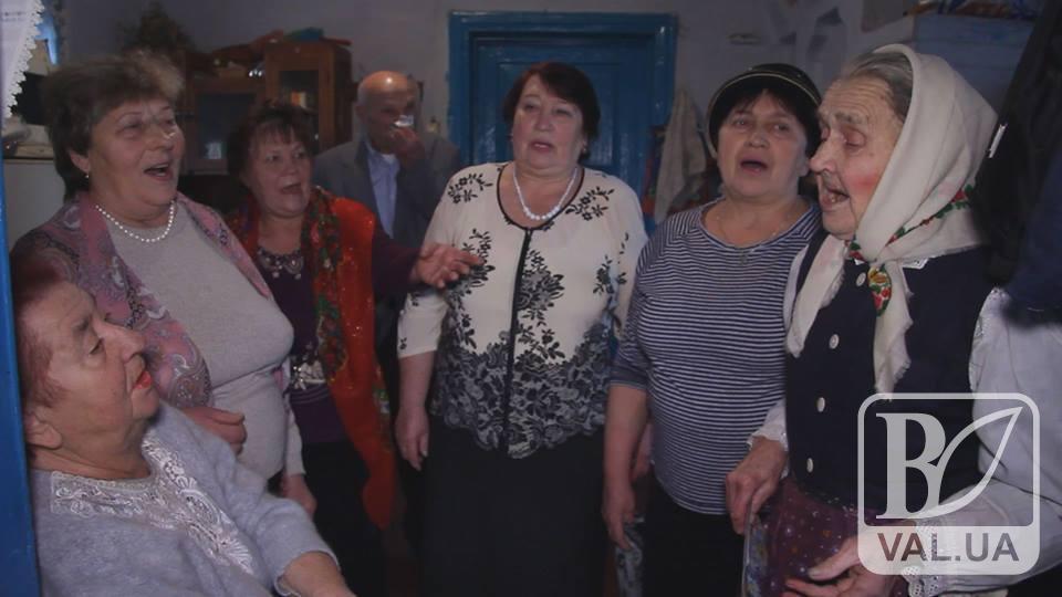 В 90 років співає як молода: прапрабабуся з Чернігівщини відзначила поважний ювілей. ВІДЕО