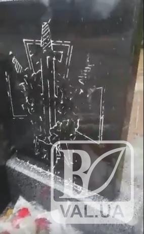 В Десні понівечили нещодавно встановлений пам'ятник героям АТО
