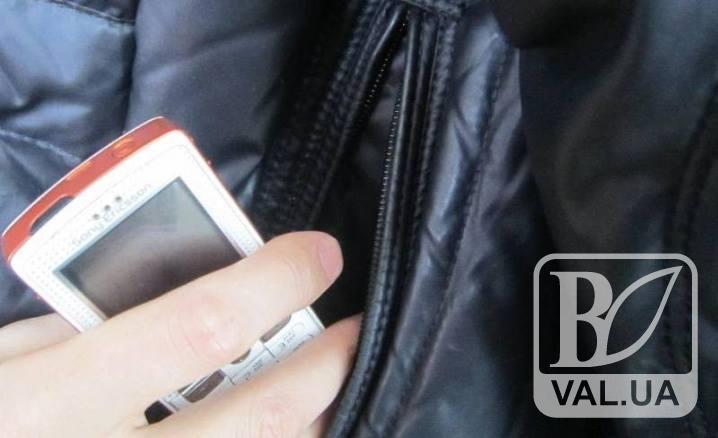 18-річний чернігівець видурив у неповнолітнього мобільний телефон