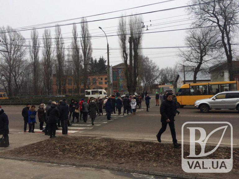 У Чернігові батьки учнів 10-ї школи перекрили дорогу