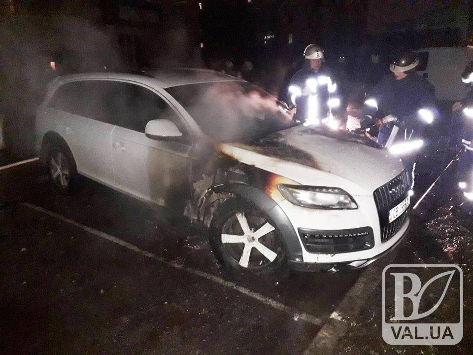 У Чернігові завівся автопалій: згоріло два легковика. ФОТО