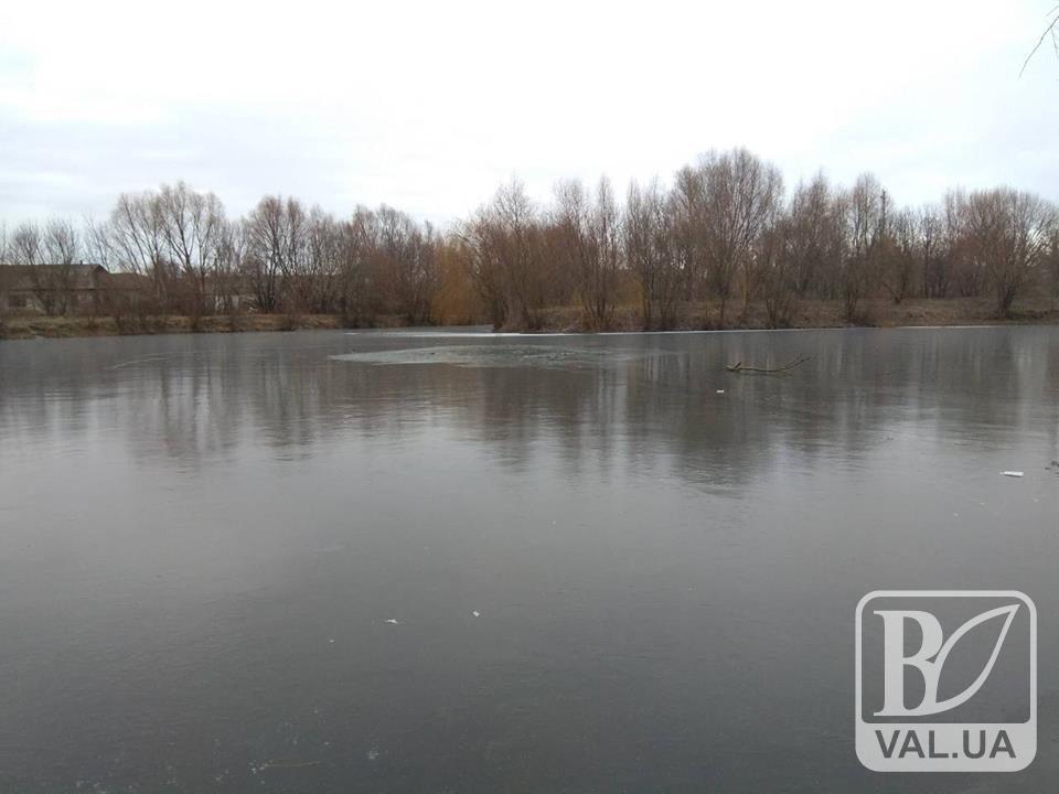 На Чернігівщині 17-річний юнак провалився під кригу