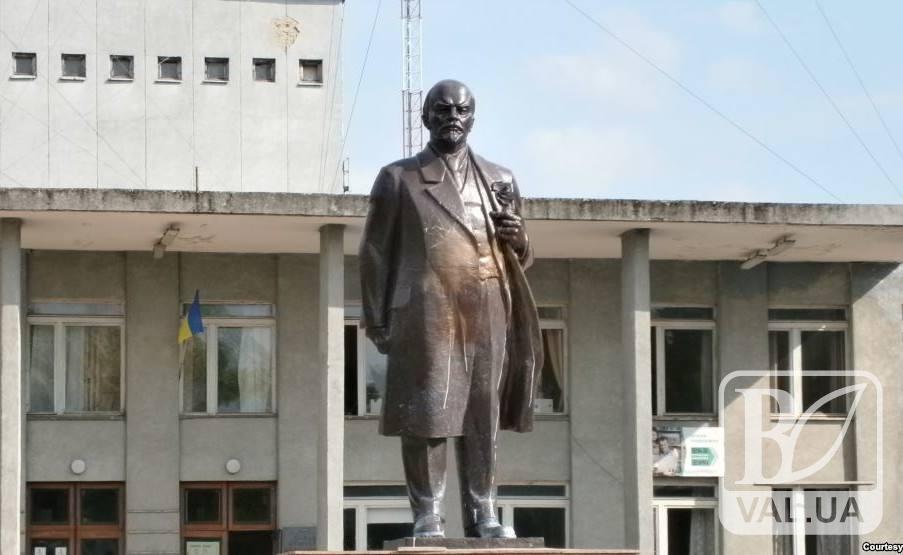 У Новгороді-Сіверському досі сподіваються продати пам'ятник Леніна за мільйон