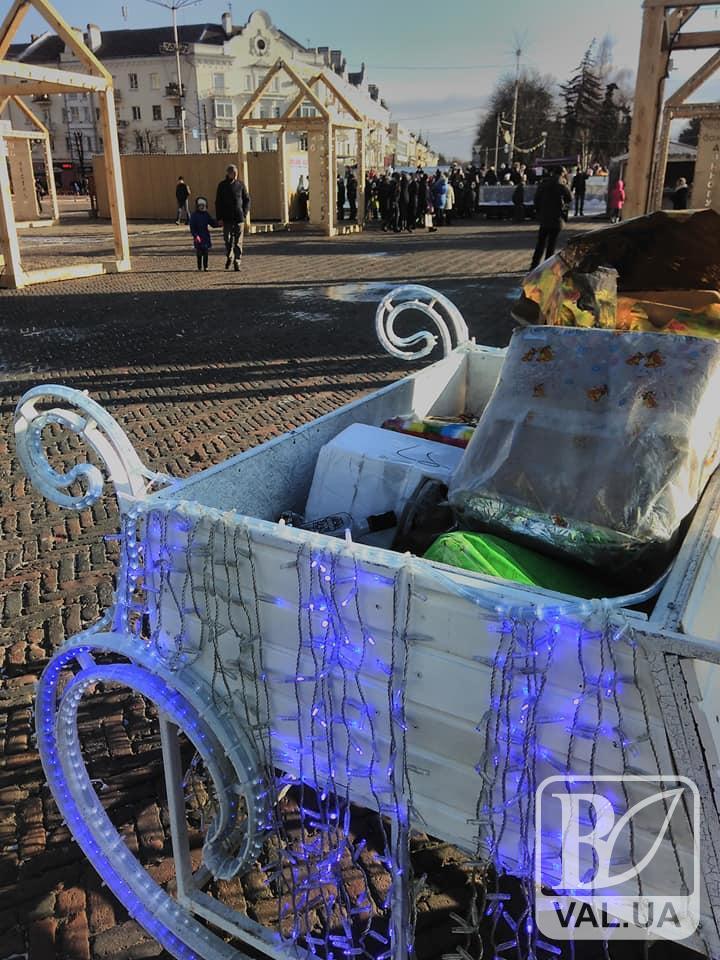 На Красній площі зіпсували і засмітили новорічні атрибути. ФОТОфакт