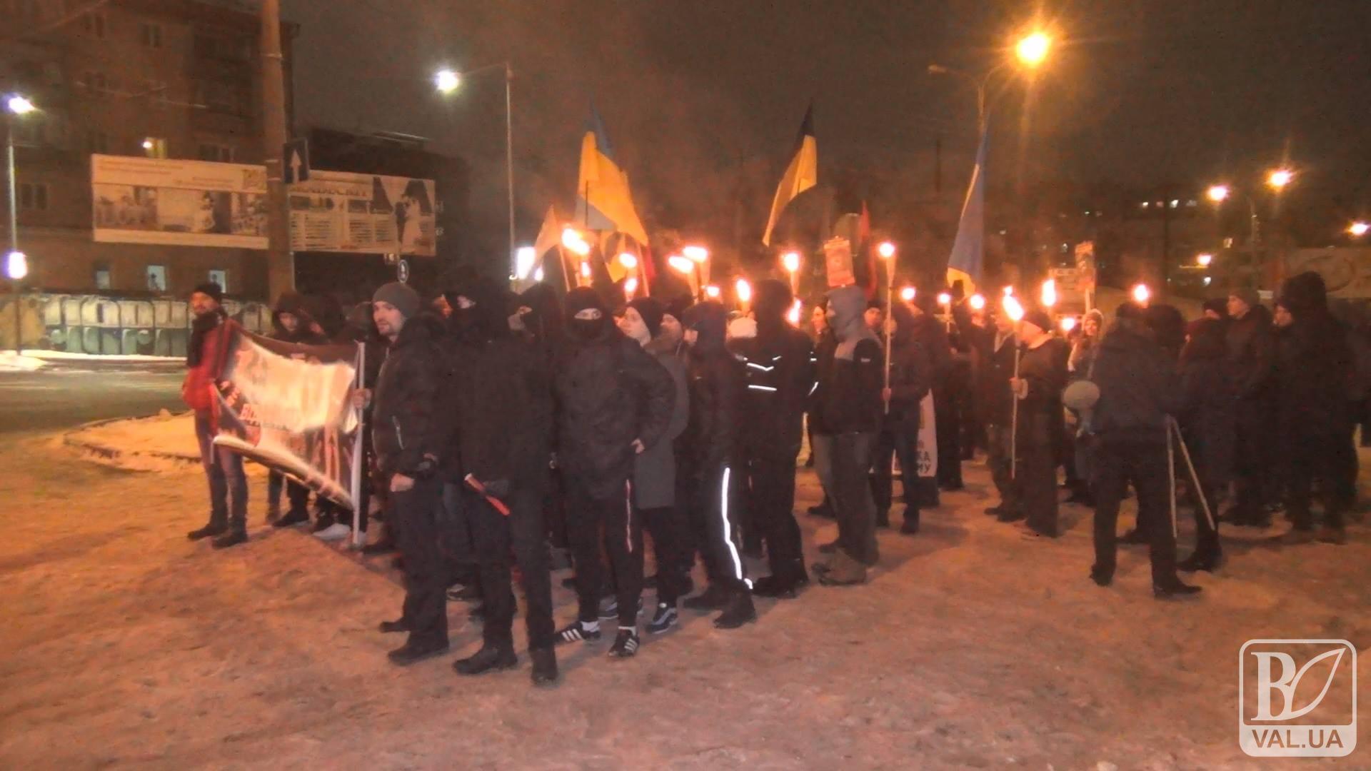Смолоскипи, банери і фаєри: у Чернігові активісти вимагали бойкотувати ЧС з футболу в Росії