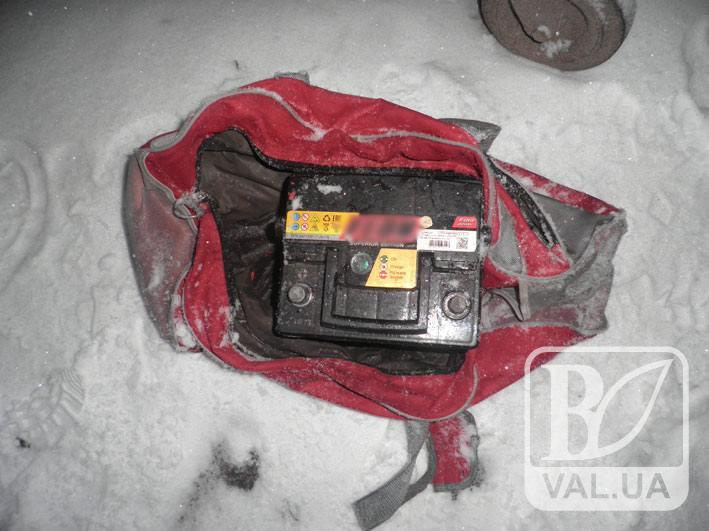 Чернігівська поліція затримала «акумуляторного» злодія, на рахунку якого двадцять крадіжок