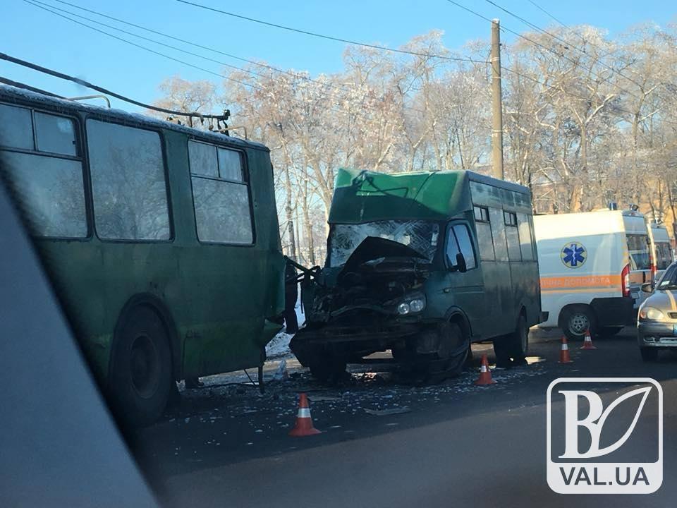 Жінка-водій тролейбусу, яка постраждала у ДТП на Любецькій, після лікування повернеться на роботу