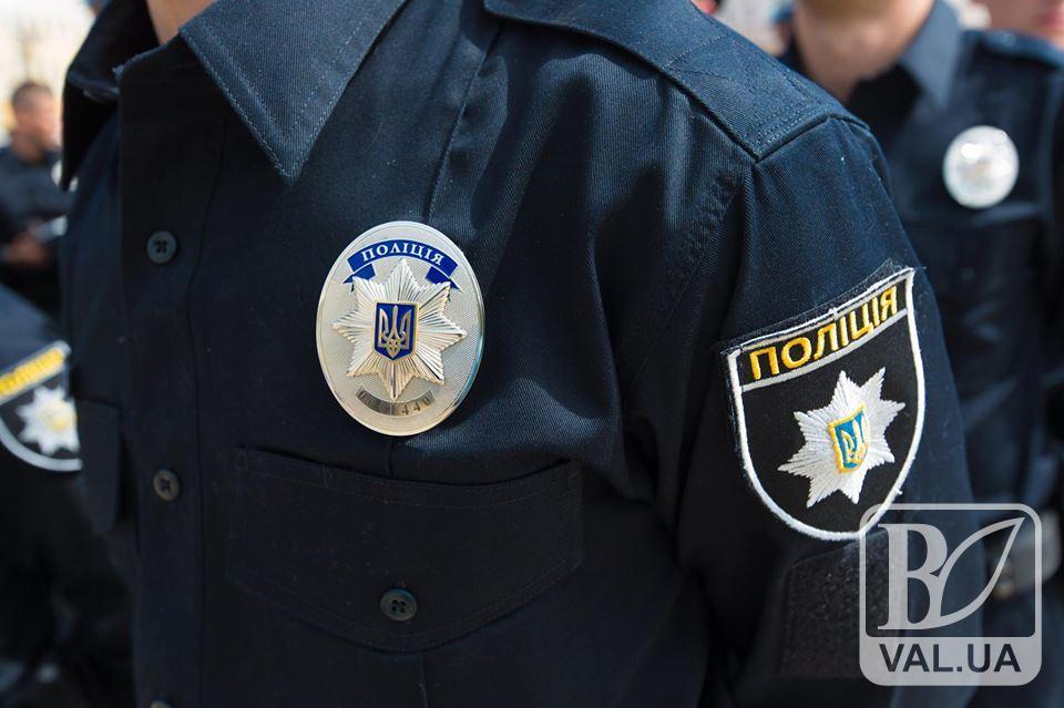 В Ялівщині поліцейські спіймали компанію неповнолітніх з повним візком алкоголю