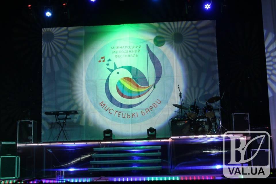 У Прилуках пройшов молодіжний фестиваль «Мистецькі барви»