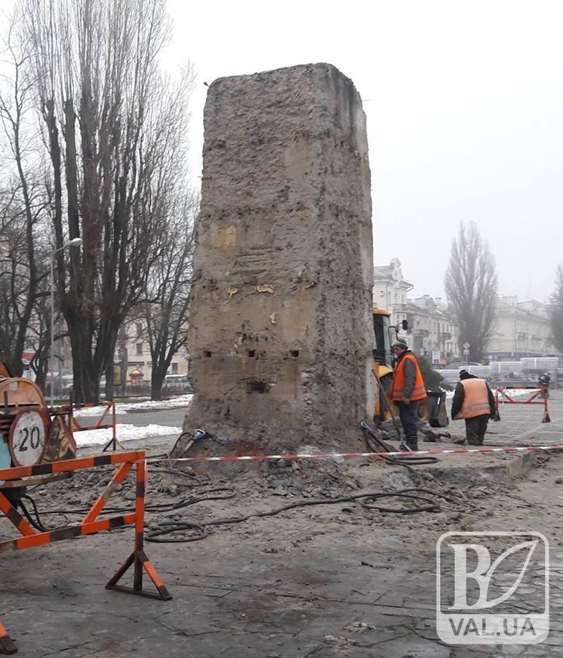 Постамент Леніна у Чернігові знесуть за 200 тисяч гривень