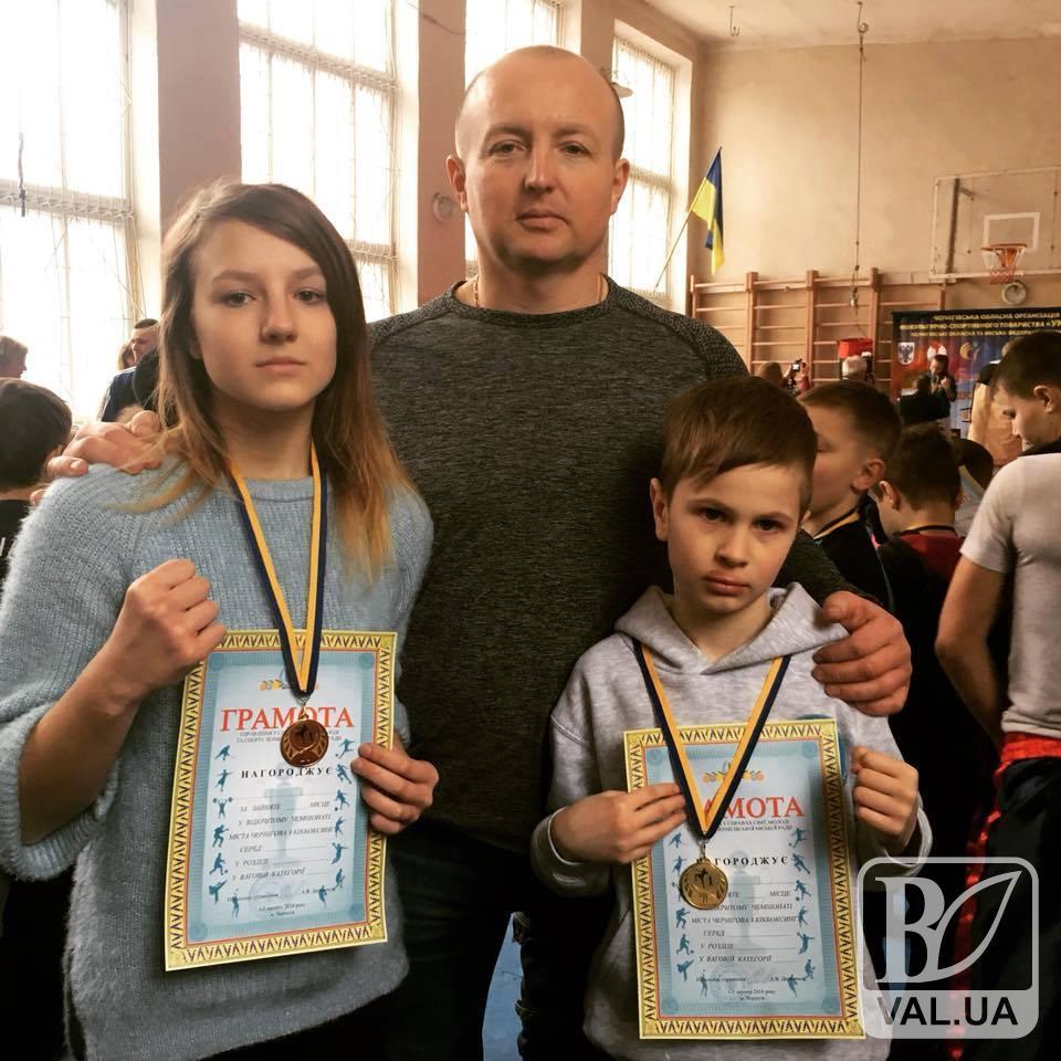 Юна сіверянка готується до Всеукраїнських змагань з кікбоксингу. ВІДЕО