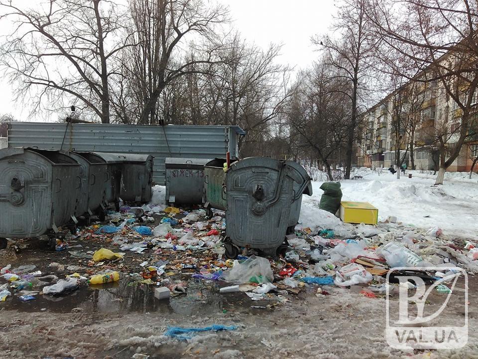 """Людське свинство: на """"льотці"""" порозкидали сміття. ФОТОфакт"""