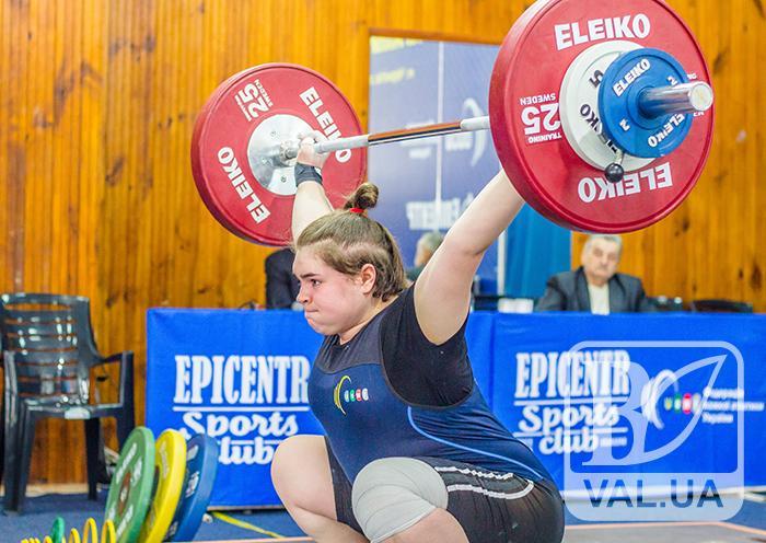 Сила і м'язи: найсильніші штангісти країни змагаються у Чернігові. ФОТОрепортаж