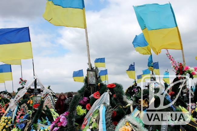 Чернігівські активісти і ромський барон шукають викрадачів флагштоків з кладовища