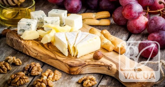 Чернігівську маслосирбазу підозрюють у виробництві неякісного сиру