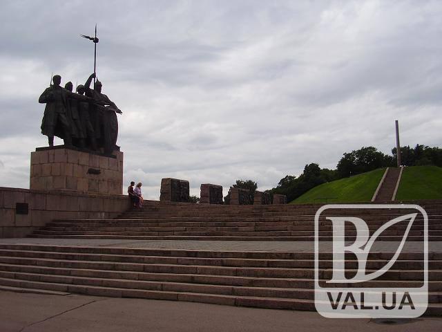На Болдинці вандали понівечили Меморіал Слави. ФОТО
