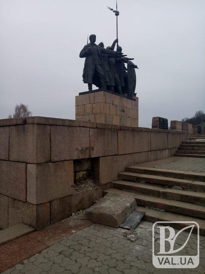 Меморіал Слави у Чернігові відновлять вже найближчими днями