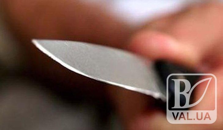 На заправці чоловік накинувся з ножем на неповнолітнього