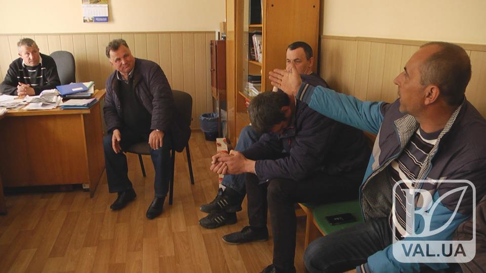 У Понорниці депутати сільради висловили недовіру селищному голові. ВІДЕО