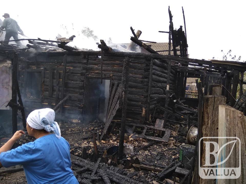 На Чернігівщині вщент згорів будинок разом з господарем. ФОТО