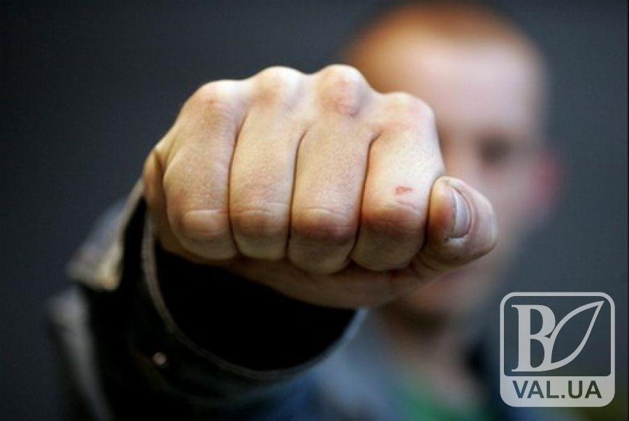 На Чернігівщині чоловік розбив обличчя поліцейському