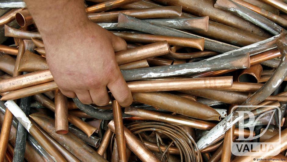 На Чернігівщині чоловік самотужки  виніс тонну металу з підприємства
