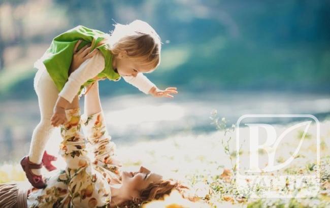 Сьогодні — День матері. Вітаємо найрідніших. ВІДЕО