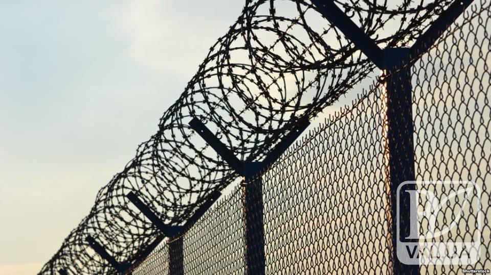 У Чернігові через паркан у СІЗО перекидали наркотики