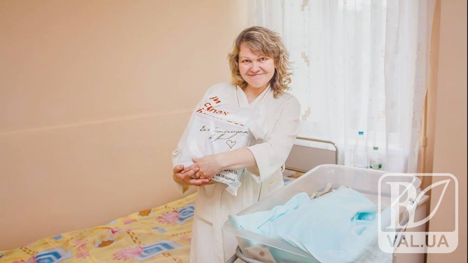 """Чернігівська """"Батьківщина"""" привітала молодих мам зі святом. ВІДЕО"""