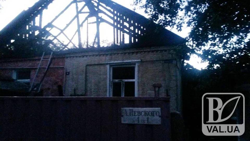На Подусівці згорів будинок: постраждали дві літні жінки