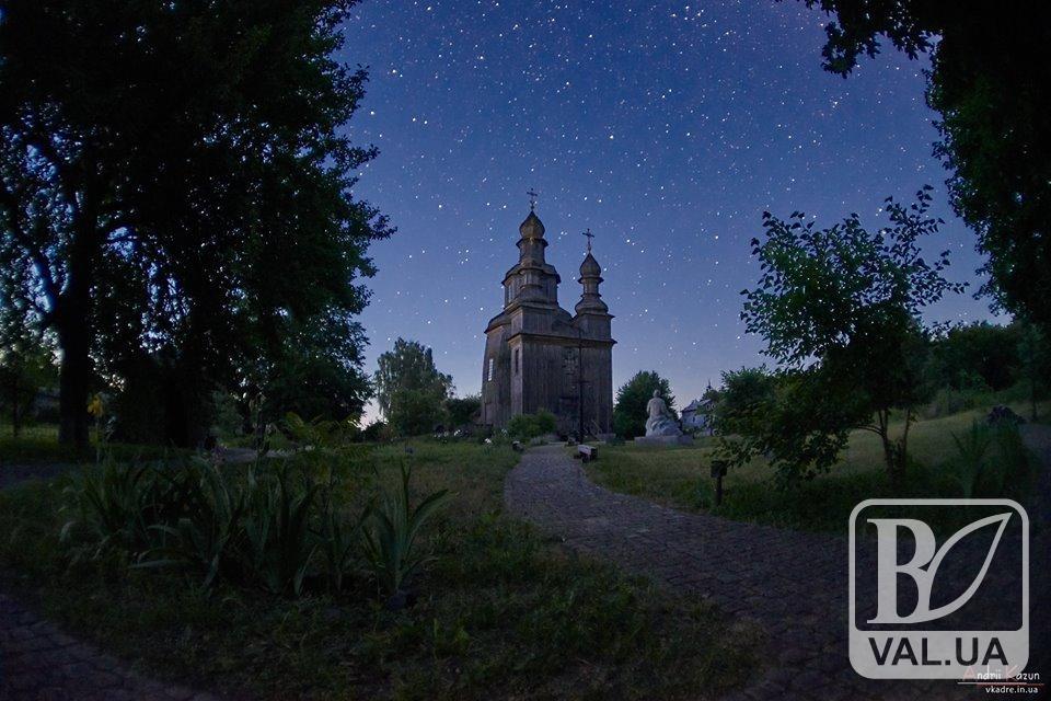Георгіївська церква під Чумацьким шляхом: неймовірні світлини опублікував чернігівський фотограф