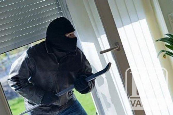"""Ставте якісні вікна : """"домушник"""" у Чернігові обікрав 9 будинків"""