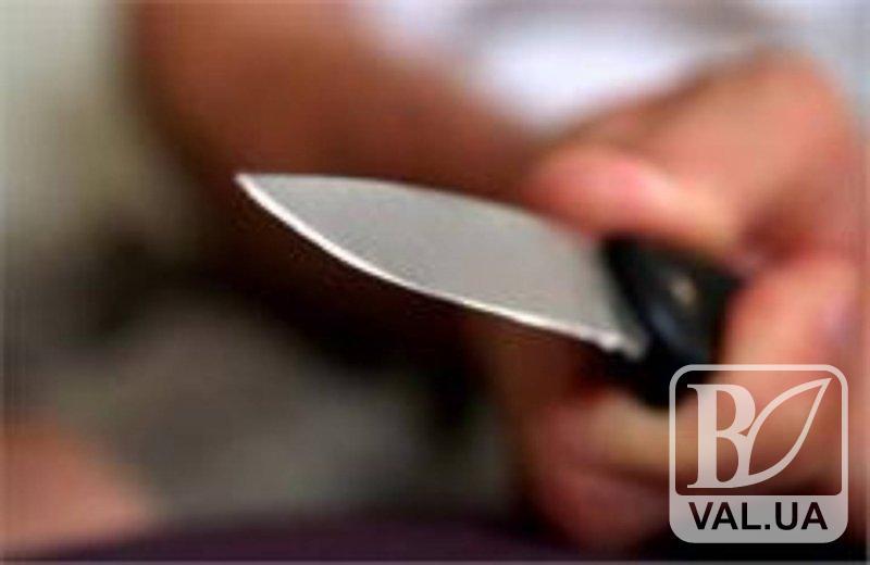 Наркозалежний, погрожуючи ножем, відібрав у чернігівця 1500 гривень і фотокамеру