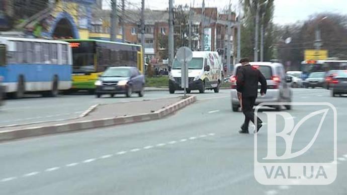 Не варто заглядати в очі смерті: у Чернігові штрафують пішоходів-правопорушників