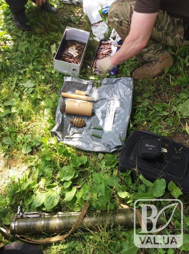 Гранатомет, шашки, патрони: арсенал зброї знайшли у жителя Мени