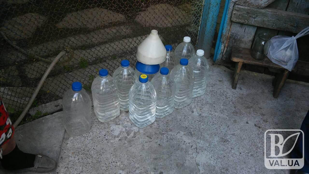У Чернігові в гаражі виявили підпільний цех з виготовлення алкогольного сурогату. ФОТО