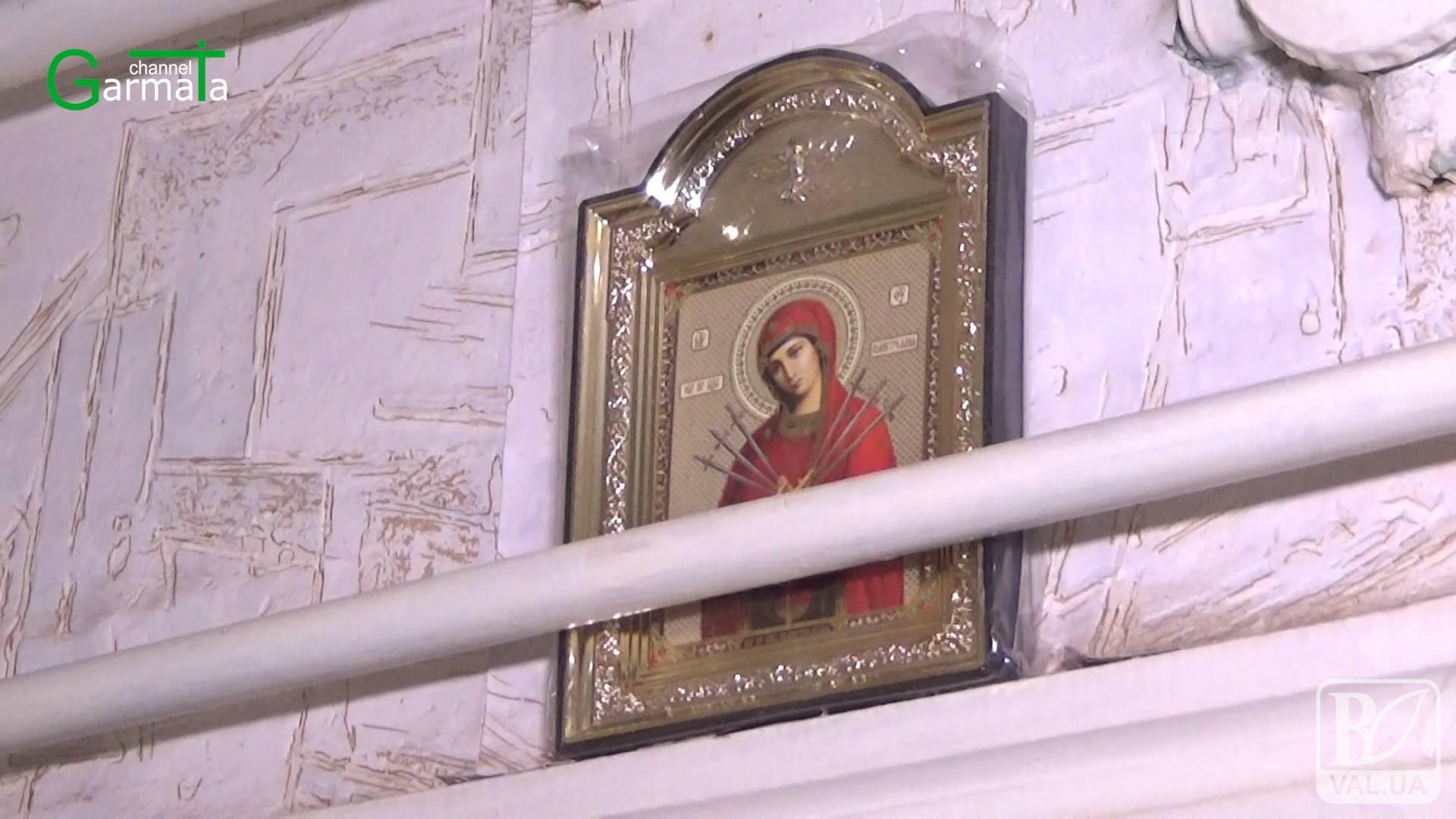 Зухвале пограбування: на Чернігівщині злодії вдерлися в хату священника. ВІДЕО