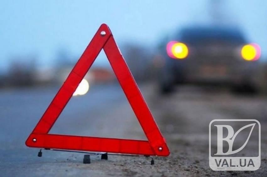 Водій мопеда, уникаючи зіткнення з «Жигулями», впав на проїжджу частину дороги