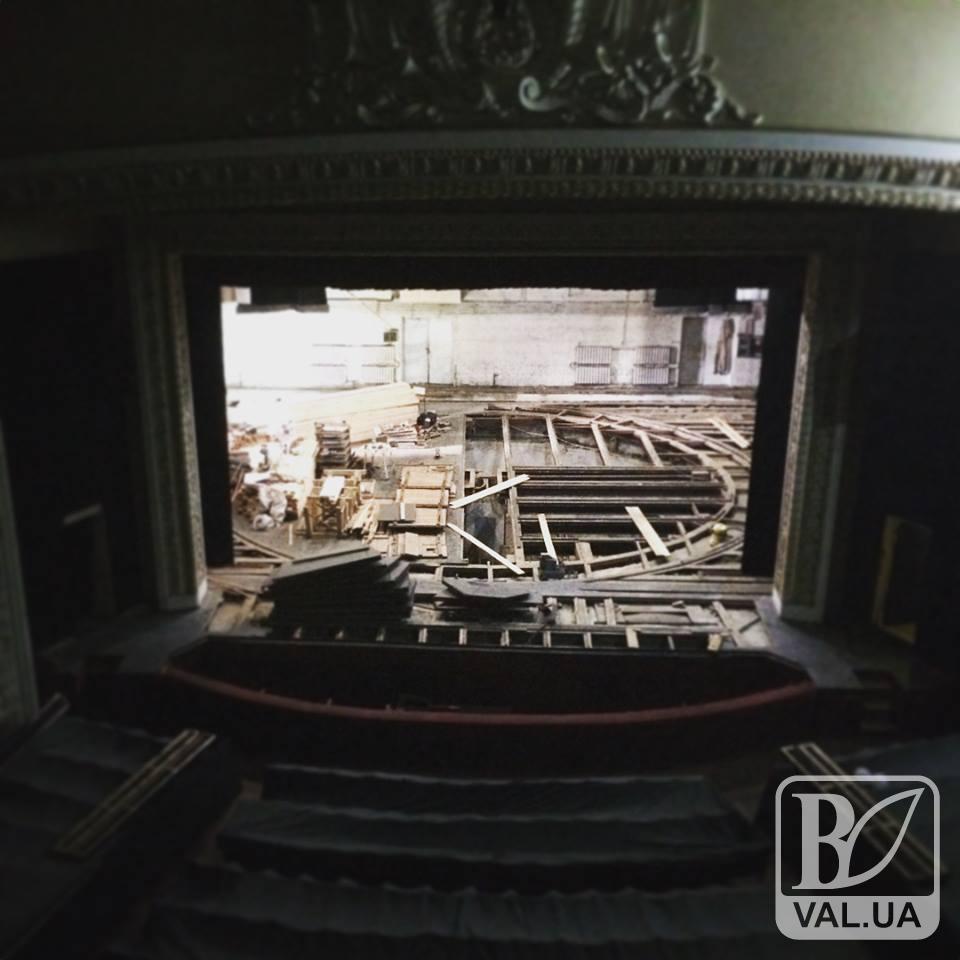 Капітальний ремонт сцени в драмтеатрі закінчать до 1 жовтня. ФОТО