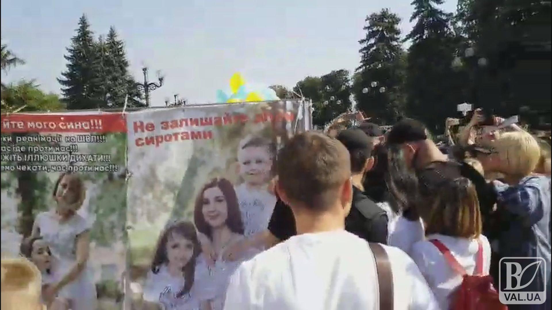 Через зволікання МОЗу помирають важкохворі українці. ВІДЕО