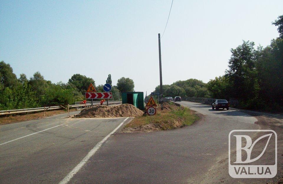 Ремонт на Сновському мосту планують завершити в жовтні. ФОТО