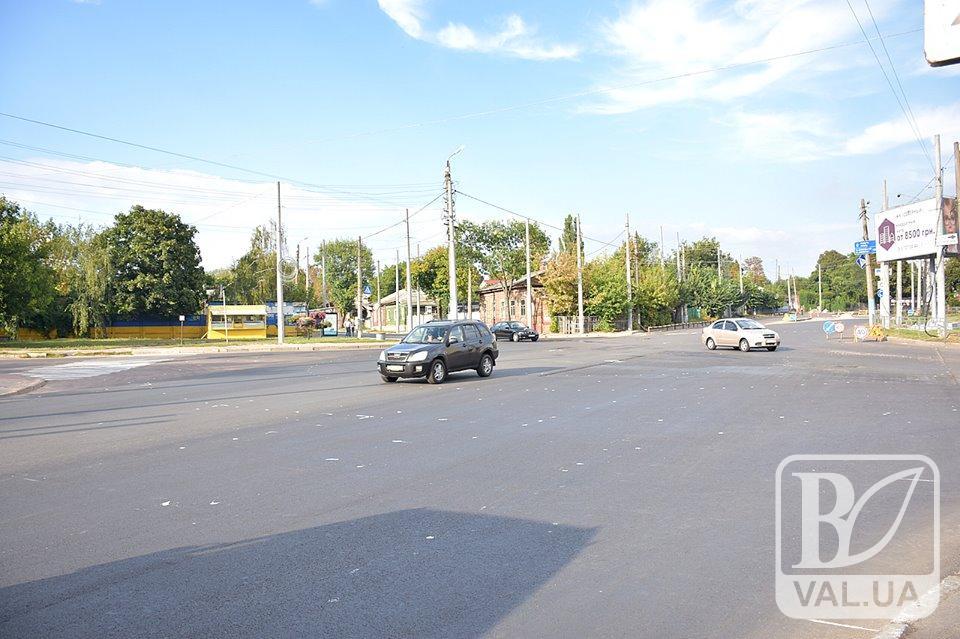 На перехресті проспекту Перемоги — Міхнюка відсьогодні круговий рух автотранспорту