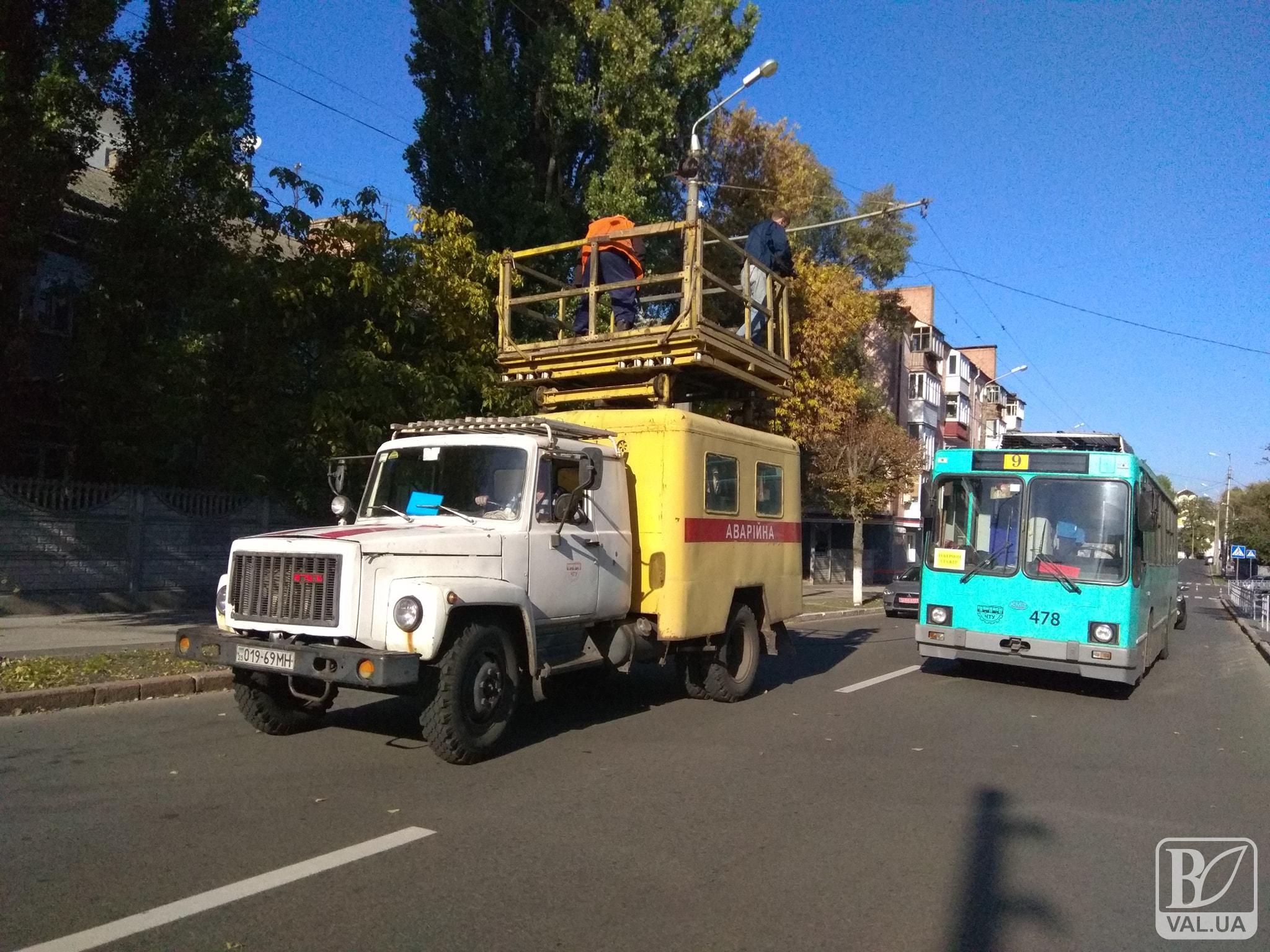 На Полуботка стався обрив контактної мережі. Паралізовано рух чотирьох тролейбусних маршрутів
