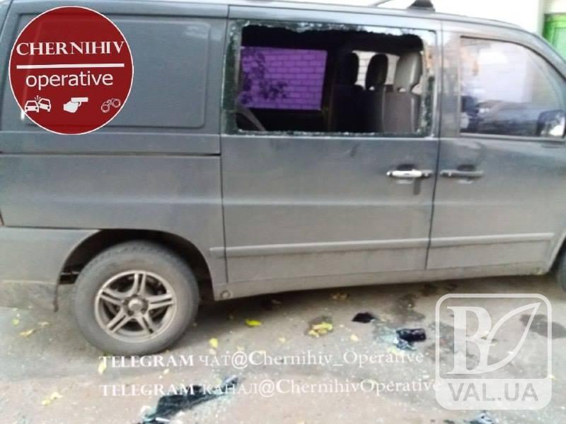 На Проспекті Миру пограбували авто. ФОТОфакт