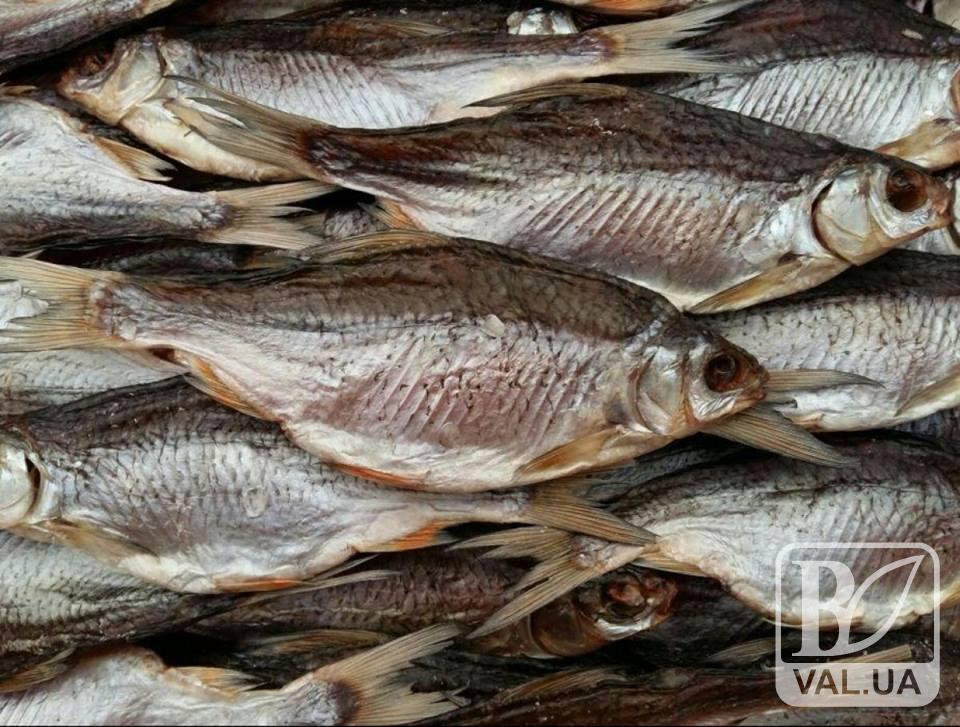 Новий випадок ботулізму на Чернігівщині: чоловік з'їв в'ялену рибу і потрапив до лікарні