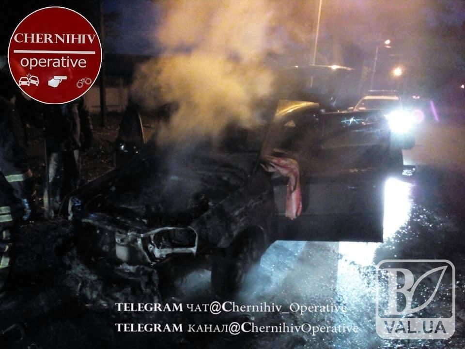 На Шерстянці згоріла автівка. ФОТО