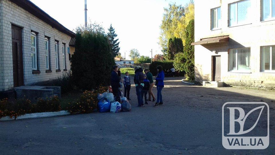 Жителі розбомбленого села Дружба хочуть додому. ФОТО