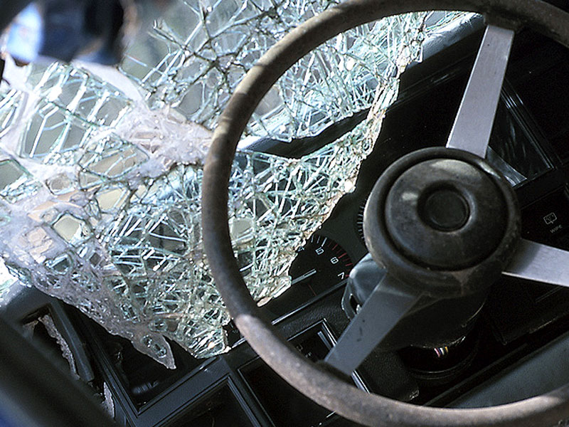 В Саратове автоледи на джипе сбила лошадь с наездницами, животное погибло