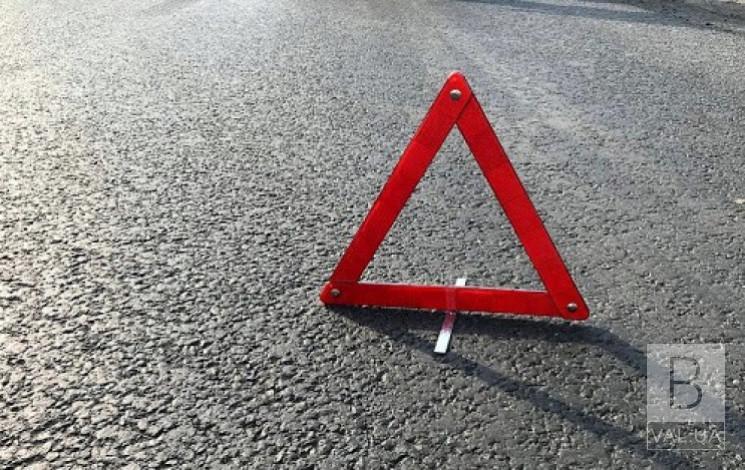 У Ніжинському районі мотоцикліст збив пішохода на узбіччі дороги
